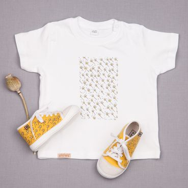 Dupla sneakers and aGOTS t-shirt – Yellow meadow